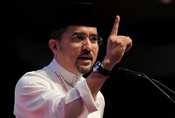 Usaha lemahkan UMNO diteruskan melalui 'pisau, pen dan buku cek'