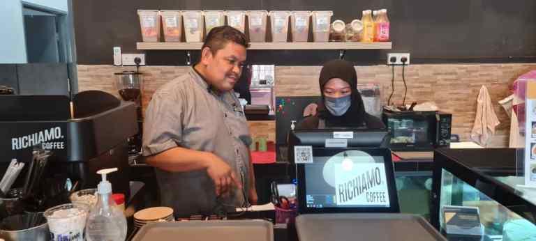 Pelatih IKBN pemilik rangkaian kopi premium Richiamo Coffee